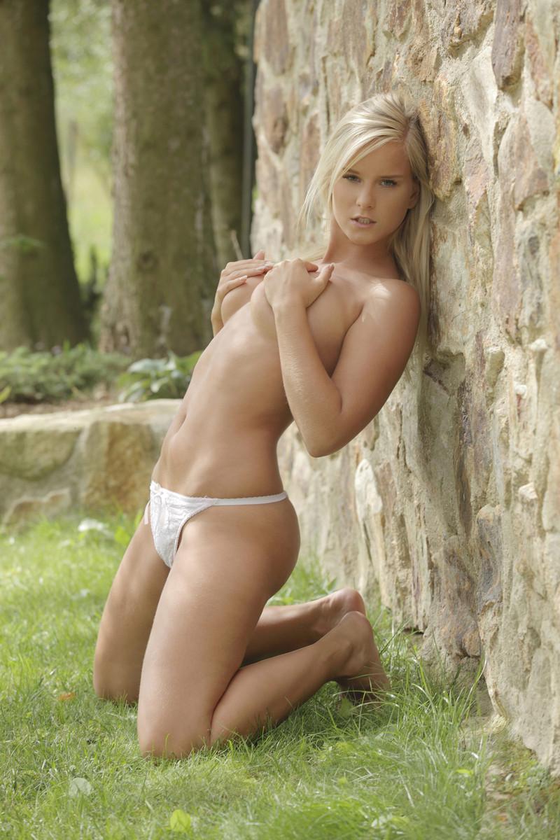 Фотографии голых юных девушек 5 фотография